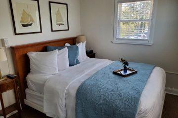lakehouse inn room 5