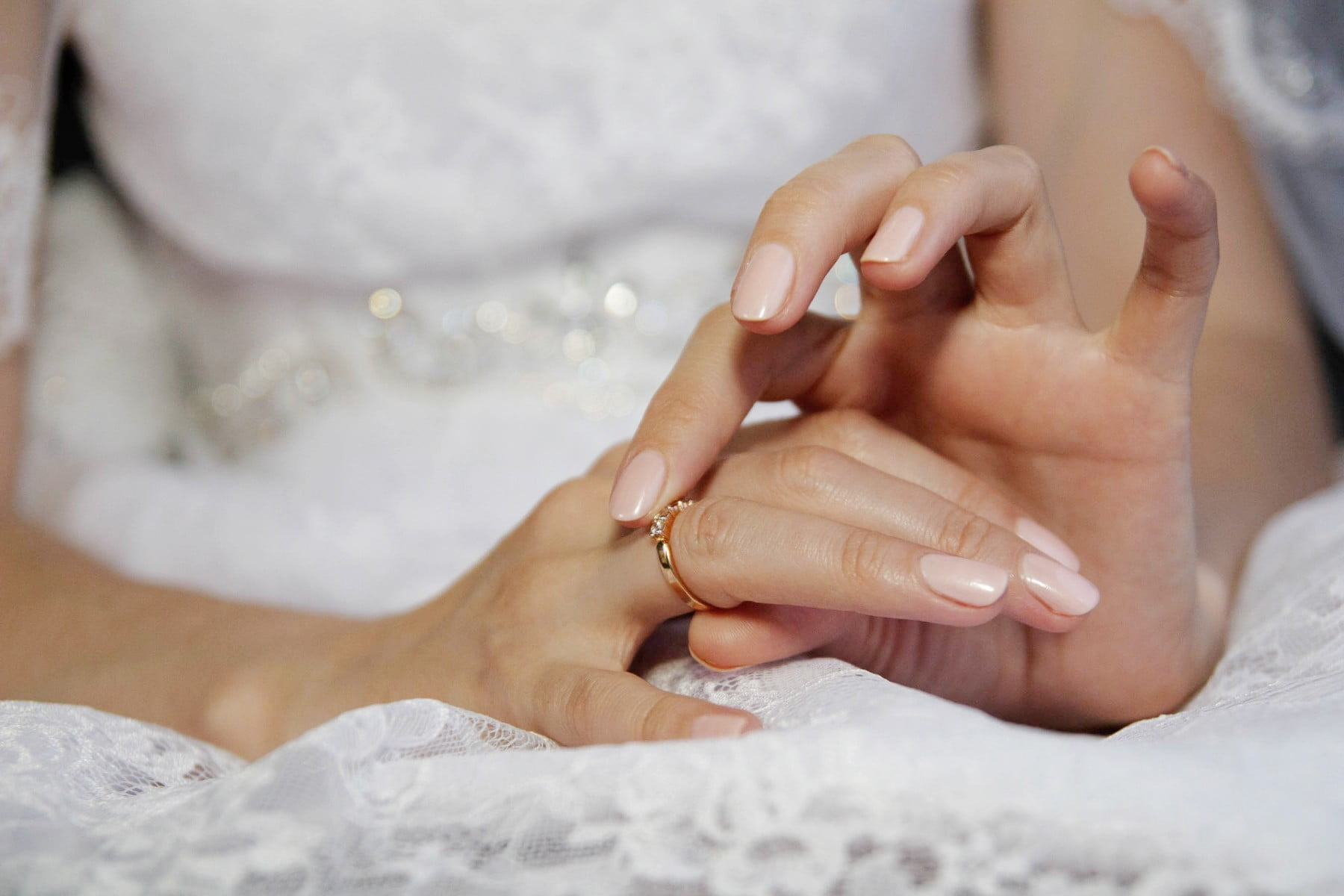 Wedding manicure: The Lakehouse Inn Resort Spa services.