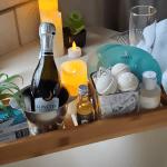 Lakehouse Inn Champagne Package