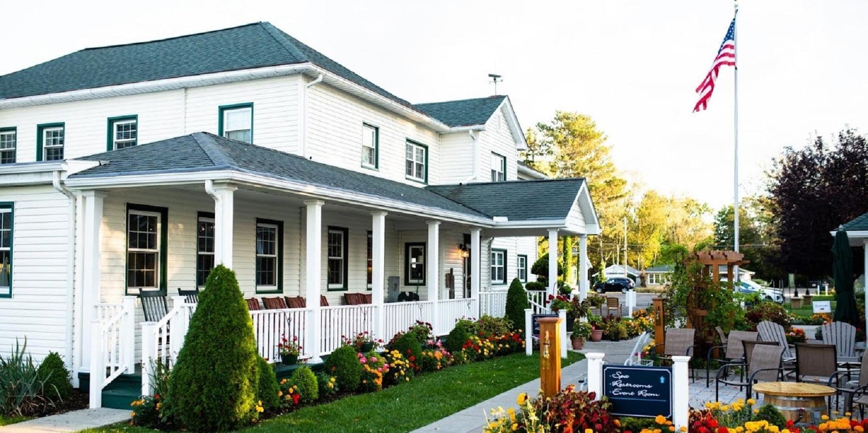 Lakehouse Inn Exterior View